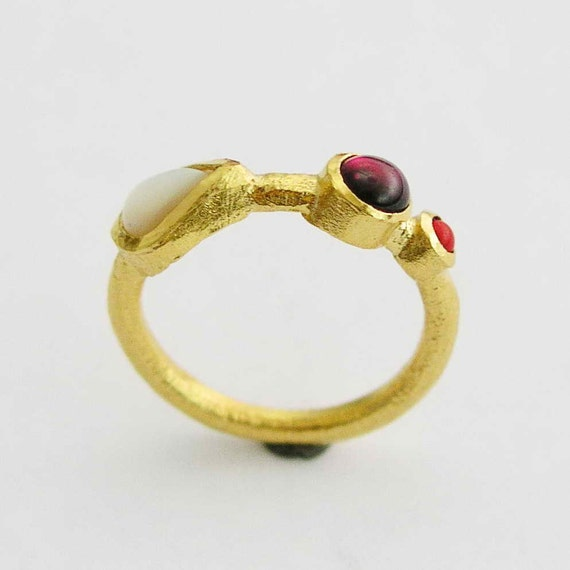 14K gold ring, yellow gold ring, shell ring, garnet ring, coral ring, gemstones ring, multistone ring, mothers ring  - Pretty Woman. RG1764
