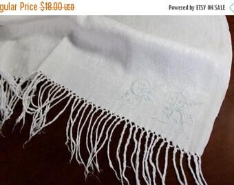White Linen, Table Runner, Monogrammed, Tassels, Vintage Linens, Table Scarf 12125