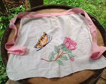 Vintage Embroidered Butterfly Apron // Shabby and Chic