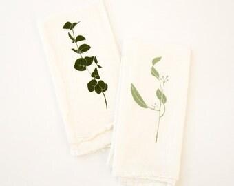 Eucalyptus Napkin Set : Set of 4 Cloth Napkins with Seeded and Silver Drop Eucalyptus