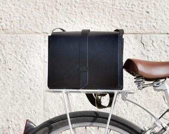 Black leather Crossbody bag- Leather shoulder bag- Remouvable pocket- Everyday bag- Handmade- Classic- Minimalist- Gift for her