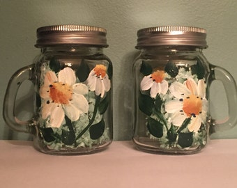 Hand painted Salt and Pepper shakers, mini mason jar salt and pepper shakers , daisies salt and pepper shakers