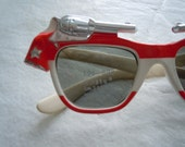 Vintage 1960s Foster Grant childrens Sunglasses with western Pistols