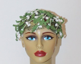 SALE Vintage 1950s Floral Fascinator Hat . 50s Greenery & White Trailing Flowers Wedding Bridesmaid Whimsy Hat Green Netting Veil