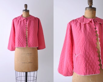 1960's heart jacket. pink. 60's quilted bed jacket. top. scalloped. m. loungewear