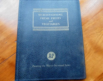A&P  Fresh Produce Grocery Store Manual MERCHANDISING Fresh FRUITS and VEGETABLES 1st ed 1948