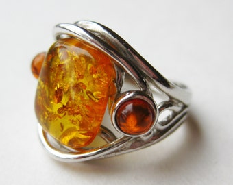 Vintage Ring Baltic Honey Amber Cabochon Sterling Silver Ring size 5 1/2