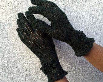 Green Vintage Style Victorian Crochet Gloves with Fingers