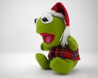 Baby Kermit the Frog with Santa hat, green red black white Christmas plush stuffed animal Muppets collector toy for children, boys and girls