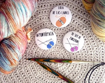 Knitter pinback buttons, set of 3, spanish sentences, knitting and yarn badges