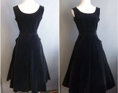 1950s black velveteen pinafore dress petite with pockets 50s velvet dress fit and flare wasp waist saba of california sue mason