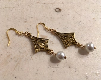White Pearl Earrings - Wedding Jewellery - Gold Jewelry - Bridesmaid - Fashion - Glam