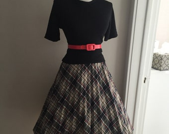 VINTAGE 1960s High Waisted Red Brown & Gray Plaid Full Skirt