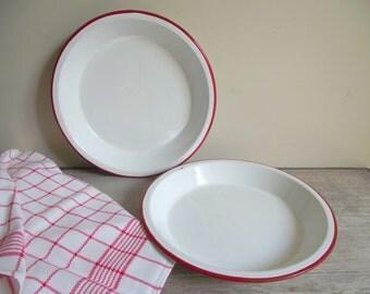Enamelware Pie Plates | 2 Enamel Pie Dishes | White with Red Trim 9 Inch Pie Pans | Vintage Bakeware | Retro Farmhouse Kitchen