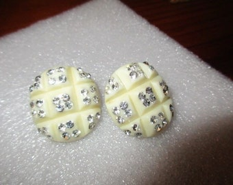 Beautiful WEISS Vanilla/IVORY Vintage Carved CELLULOID Clip-On Earrings W/Sparkling Clear Austrian Crystal Rhinestones