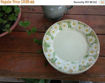 "Metlox Sculptured Daisy Poppytrail Dinner Plate 10"" Large Retro Kitchen Pottery Poppy Trail"