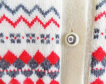 Vintage SHETLAND sweater / cardigan made in Yugoslavia, with glass and metal buttons /M-L