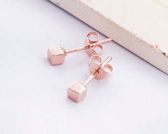1 Pair of 925 Sterling Silver Rose Gold Vermeil Style Tiny Cube Stud Earrings 3mm.  Polish Finished. : pg0249