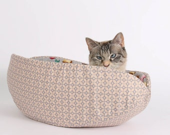 The Cat Canoe made with Ragdoll Cat Lining