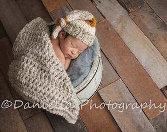 Top Knot Newborn Knit Beanie and Blanket in Wool // Acrylic Mix // Photography Prop // Baby Gift