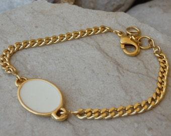 Enamel jewelry. White enamel bracelet. Minimalist gold bracelet. Link and chain Bracelet, Dainty Modern Everyday Jewelry.  Bridal bracelet.