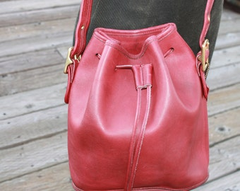 Vtg. Womens Red Coach bucket bag Cross Body