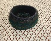"10"" Woodsy Crochet Decorative Bowl Pet Bed"