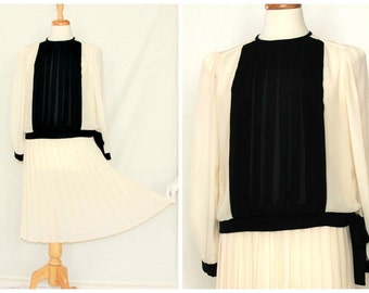 Sheer pleated 2 piece dress / black and off white minimalist modern retro fashion / Mavinette matching skirt & blouse outfit / 70s or 80s