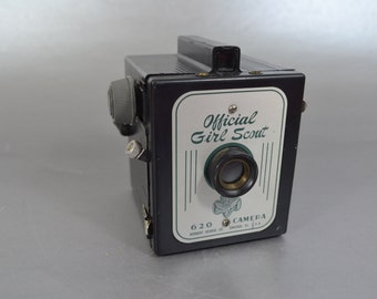 Vintage Girl Scout 620 Box Camera in Excellent Condition