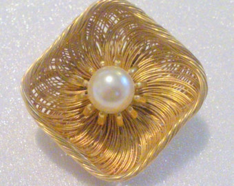 Vintage Gold Tone Imitation Pearl Wire Work Brooch