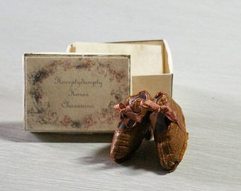 Miniature shoes 1:12 scale - Victorian leather shoes -  brown leather and brown bow