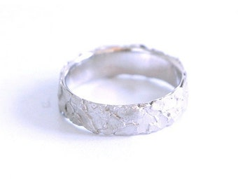 White gold ring-certified fairmined gold 18-Unique design-different shaping-textured band ring-sustainable jewellery-fairtrade-Barcelona