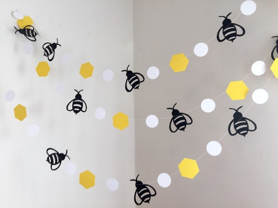Mommy to bee bumble bee baby shower decorations bumble bee for Bee decorations for the home