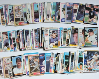New York Yankees - Lot of 100 Assorted Vintage Baseball Cards