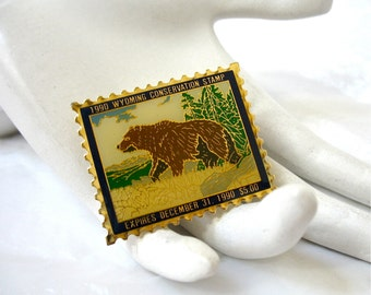 1990 Retired Wyoming Grizzly Bear Conservation Stamp Lapel Pin