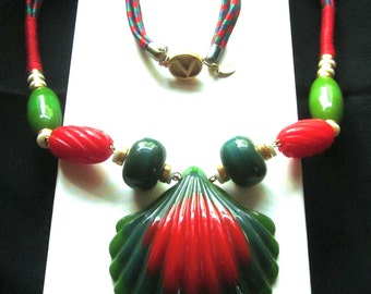 VALENTINO Shell NECKLACE Carved BAKELITE Red Green Teal Chunky Runway