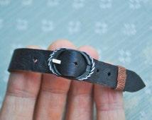 Vintage NOS genuine leather wrist watch band.