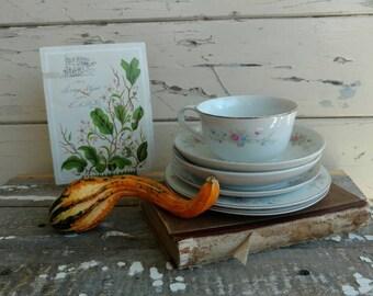 Vintage Mismatched Cup + Saucer Set of 6 - Retro Teacups With Saucers, Vintage  Cottage / Shabby China, OOAK Tea Drinkers Gift or Decor Set