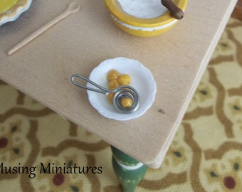 Vintage Style Wire Egg Separator in 1:12 Scale for Dollhouse Miniature Kitchen Bakery