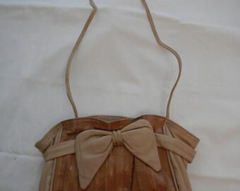 Vintage Aphrodite Beige Eel Skin Purse with Bow