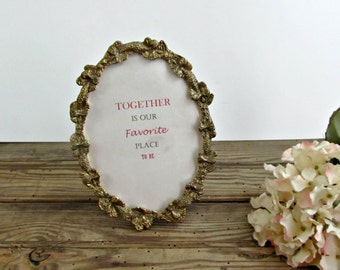 Oval Metal Picture Frame