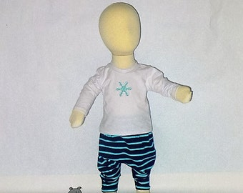 0-3mo Baby Outfit, Gender Neutral Infant Clothes, Snowflakes, Baby Shower, New Born Baby, CPSC Compliant, made by The Corduroy Hippo