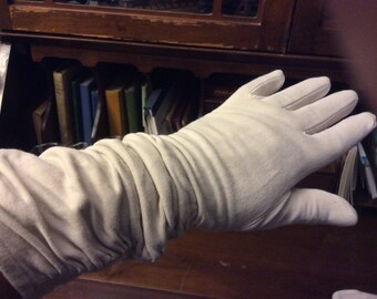 vintage gloves  ...  VINTAGE GLOVES Ecru Ruffled long arms ...