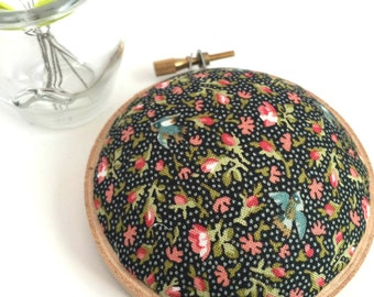 Embroidery Hoop Pincushion: Black Floral Polka Dot -Gifts for Mom. Needle Holder. Needle Minder. Sewing Accessory. Sewing Pin Holder