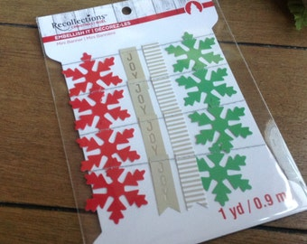 Recollections Chirstmas Noel Embellsihment It Mini Chirstmas Banner Red Beige and Green Snowflakes and Flags