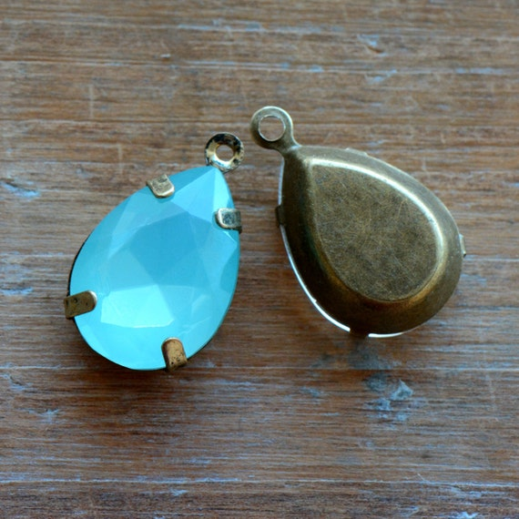2 - Teardrop Jewel Charms AQUA BLUE Drop Gem Pear 13x18mm Brass Claw Setting Charm or Link Gold Antique Bronze Silver (AY058)