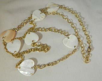 Pearl Heart Necklace / Vintage Mother of Pearl Goldtone Strand Necklace / MOP Carved Hearts Beaded Long Necklace