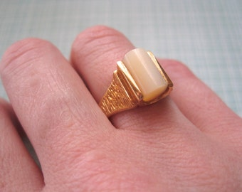Mother of Pearl Ring 18K HGE Vintage 1970s Costume Ring Size 6 Textured Modernist Style