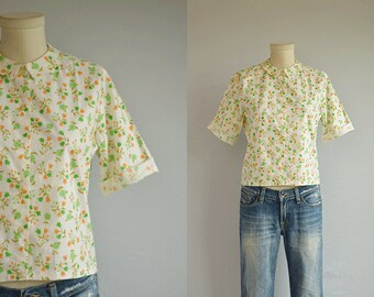 Vintage 1960s Blouse / 60s Floral Print Camp Shirt Top with Peter Pan Collar / Green Orange Novelty Print