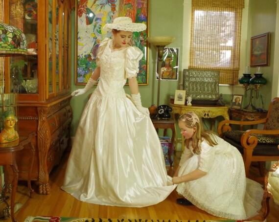Ivory Wedding Gowns: Vintage 80's Ivory Slipper Satin Wedding Dress . Princess
